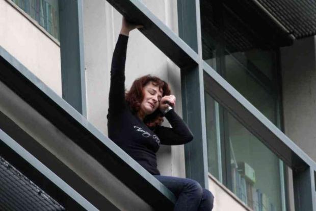 Woman suicide Greece